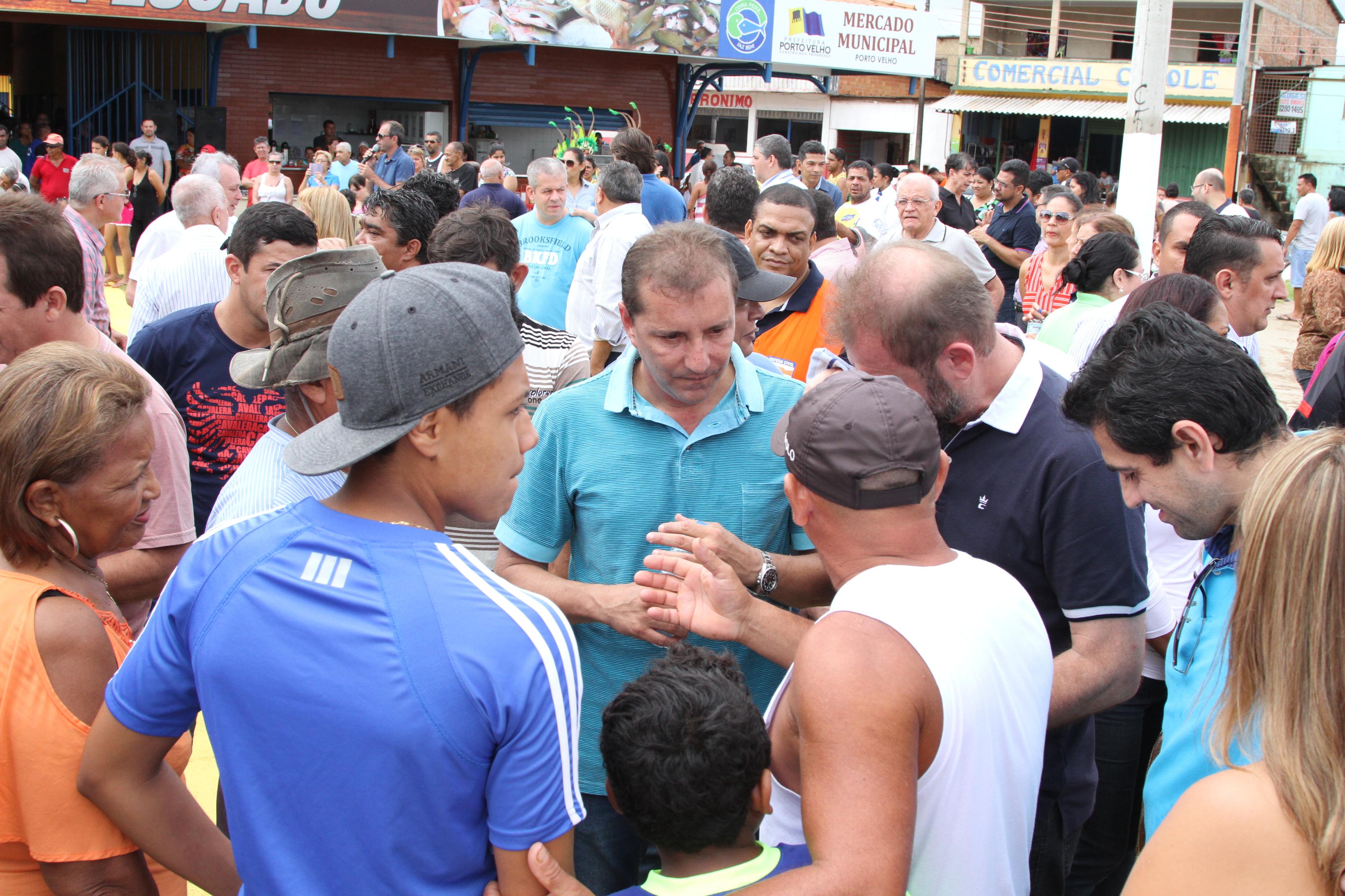 Estiveram presentes ao evento os deputados federais Lindomar Garçom e  #1A73B1 3456 2304