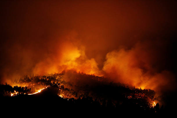 A forest fire is seen near Tojeira,  Pedrogao Grande, in central Portugal, June 18, 2017.  REUTERS/Rafael Marchante
